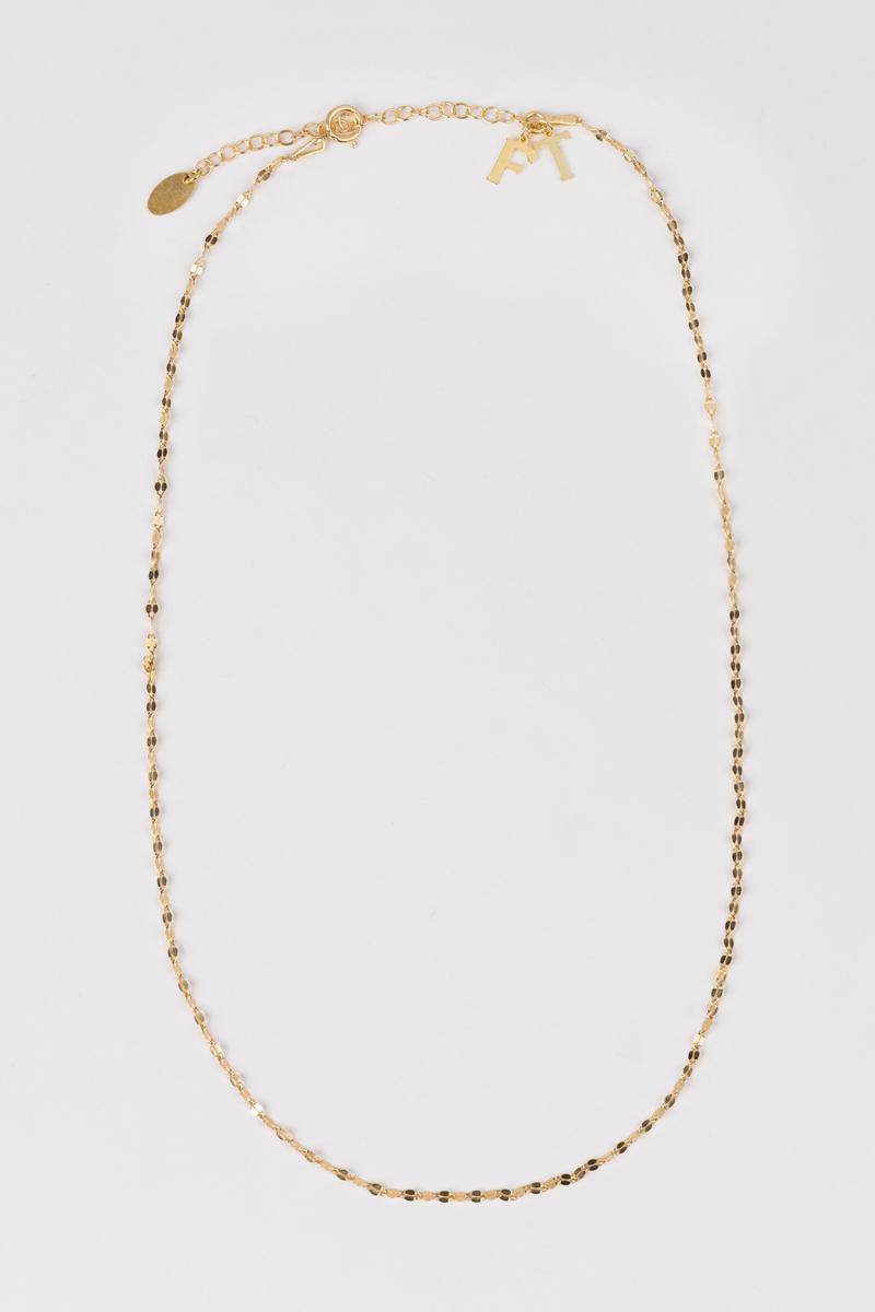 Fotografía producto de un collar largo